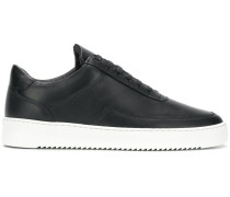 Sneakers mit flacher Sohle