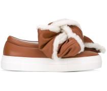 Sneakers mit Schleifenapplikation
