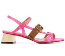 Sandalen mit Schnallen