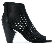 Perforierte Sandalen