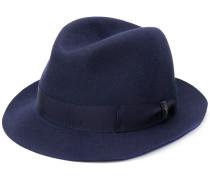 Hut mit Zierband