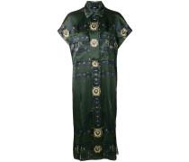 Kleid mit seitlichen Schlitzen