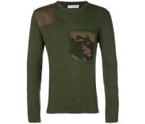 Gerippter Pullover mit Camouflage-Tasche