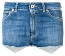 Shorts mit ausgefransten Kanten
