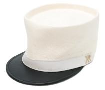Hut mit Logo-Schild