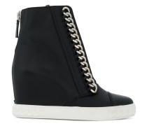 High-Top-Sneakers mit Kette