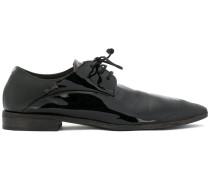 Schuhe mit spitzer Kappe