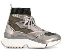 Sneakers im Metallic-Look