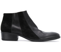 Stiefel mit Kontrasteinsätzen