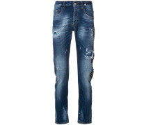 Schmale Distressed-Jeans mit Patches