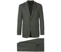 Zweiteiliger Anzug mit Streifen