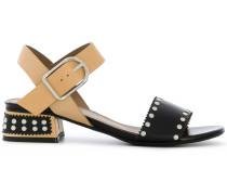 Sandalen mit kontrastierenden Riemen