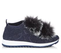 Norway Sneaker aus marineblauem Strick und Lurex-Fäden mit marineblauen Kunstfellbommeln