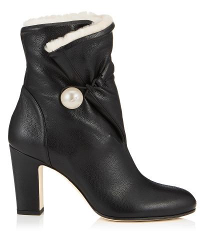 Bethanie 85 Booties aus schwarzem, genarbtem Leder mit naturfarbenem Lammfellfutter