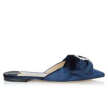 Georgia Flat Slipper aus dunkelblauem flüssigen Samt mit juwelenbesetzer Schnalle