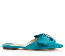 Georgia Flat Slipper aus blaugrünem flüssigen Samt mit juwelenbesetzer Schnalle