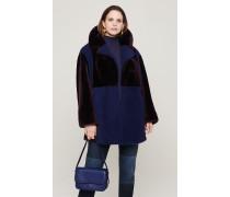 Zweifarbiger Mantel aus Lammfell