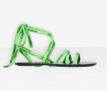 Flache Sandalen mit Schnürung