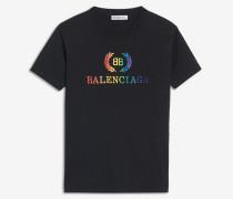 Klein geschnittenes T-Shirt mit BB-Motiv in Regenbogenfarben