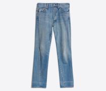 Jeans mit neuer gedrehter Beinform