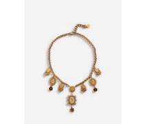 Halskette mit Zierelementen