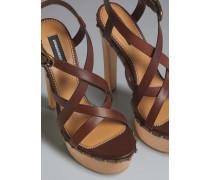 Sandalen mit Absatz Braun