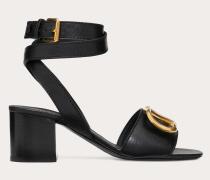 Valentino Garavani Sandalen aus gekörntem Rindsleder mit Vlogo-accessoire undMm-absatz