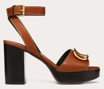 Valentino Garavani Sandalen aus gekörntem Rindsleder mit Vlogo-accessoire und  Mm-absatz