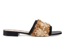 Sandale aus Bast mit Häkelblumen