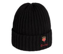 Mütze aus Wolle mit durchstochenem Herz