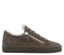 Brauner Wildleder-Sneaker in niedriger Ausführung mit Pelz-Futter FRANKIE WINTER
