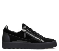 Frankie Low Top Sneakers