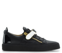 Black leather low-top sneaker with metal bar FRANKIE 1/2