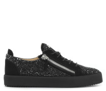 Moonshot Low Low Top Sneakers