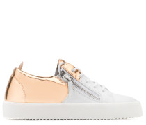 White calfskin leather low-top sneaker with gold shooting insert DOUBLE