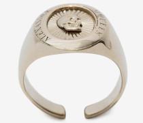 Ovaler Ring mit Skull-Medaillon