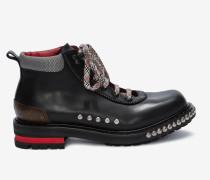 Nietenbesetzte Combat Boots