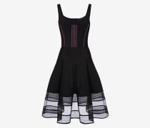Kleid mit Federstich und Korsett-Steppnähten