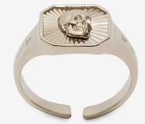 Eckiger Ring mit Skull-Medaillon
