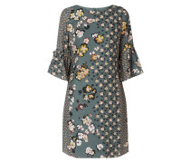 Kleid mit foralem Muster
