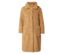 Mantel aus Teddyfell mit überschnittenen Schultern
