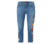 Boyfriend Fit Jeans mit floralen Stickereien