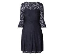 Kleid aus Spitze mit Glockenärmeln