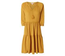 Kleid mit Zierquasten