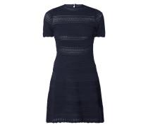 Kleid mit wechselndem Maschenbild und Loch-Details