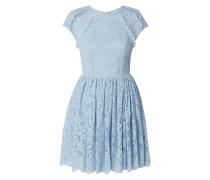 Kleid aus floraler Spitze mit Rüschen