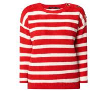 Pullover mit dekorativen Ösen
