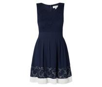 Kleid mit floraler Spitze