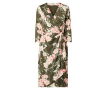 Wickelkleid mit floralem Muster