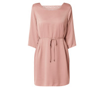 Kleid mit Spitzeneinsatz und Taillengürtel